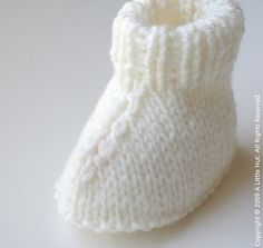 ideas of Easy Knit Baby Booties Pattern Free Knit Baby Booties Pattern Free, Knitted Booties, Knitted Slippers, Baby Knitting Patterns, Baby Patterns, Knit Baby Shoes, Knitting For Kids, Knitting Socks, Free Knitting
