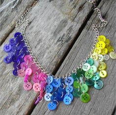 Here are some pictures of my newest creations! I have made a rainbow button necklace like the one below before. I received so many comple. Button Necklace, Diy Necklace, Necklaces, Beaded Jewelry Patterns, Fabric Jewelry, Flower Jewelry, Button Art, Button Crafts, Jewelry Crafts
