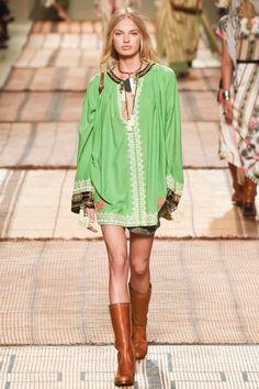 Etro Spring 2017 Ready-to-Wear Fashion Show Collection: See the complete Etro Spring 2017 Ready-to-Wear collection. Look 35 Woodstock Fashion, Fashion Show Collection, Vogue, Ready To Wear, Cover Up, Tunic Tops, Spring, Womens Fashion, Model