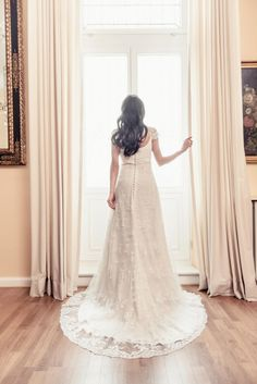 Hochzeitskleid von http://www.elbbraut.de/  Fotografie von http://www.hochzeitsfotografie-hamburg.com/  #SnowWhite