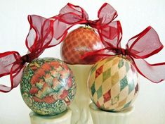 Victorian Christmas Decoupage Ornaments red cream teal gold Decopodge cheap ornaments with pretty paper! Victorian Christmas Decoupage Ornaments red cream teal gold Decopodge cheap ornaments with pretty paper! Cheap Ornaments, Homemade Ornaments, Vintage Ornaments, Xmas Ornaments, Christmas Bulbs, Christmas Ideas, Holiday Wreaths, Holiday Crafts, Holiday Decor