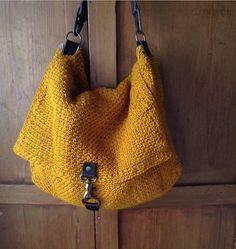 Bolsa de crochê bem legal (o fecho também é legal).