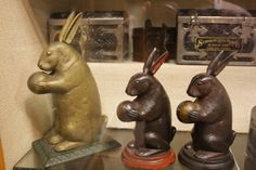 Mechanical Bank Penny Bank, Money In The Bank, Rabbit Art, Money Box, Tin Toys, Vintage Toys, Banks, Statues, Cast Iron