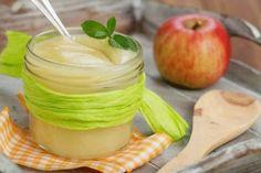 Яблочный соус — прекрасное дополнение к блюдам из свинины, утки и гуся, а также к блинам и оладьям. Базовый рецепт яблочного соуса можно изменять