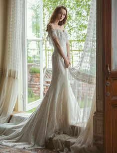 20 Utterly Romantic Wedding Dresses for the Fashion-Forward Bride Fairy Wedding Dress, Sexy Wedding Dresses, Elegant Wedding Dress, Perfect Wedding Dress, Designer Wedding Dresses, Bridal Dresses, Wedding Gowns, Wedding App, Modelos Fashion