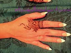 Stained - henna artist in Tampa Florida for bridal mehndi , henna tattoo , and henna design ebooks for the henna community. Henna Tatoos, Henna Ink, Simple Henna Tattoo, Henna Tattoo Hand, Henna Body Art, Henna Mehndi, Body Tattoos, Hand Tattoos, Mehendi