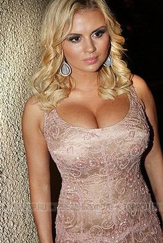 Anna Grigorievna Semenovich Russian born 1 March 1980 is a Russian singer actress model and former competitive ice dancer Fine Hair Styles For Women, Short Hair Styles, Long Thin Hair, Pictures Of Anna, Outfit, Cool Hairstyles, Sexy Women, Glamour, Actresses