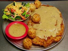 Hickory Hollow Fried Steak : Accompaniment for plate-size fried steak? Why, deep-fried mashed potatoes!