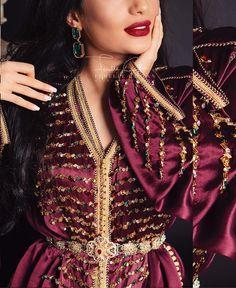 - I'm a girl writing an article. Morrocan Fashion, Oriental Fashion, Mode Abaya, Moroccan Caftan, Silk Satin, Traditional Outfits, Fashion Dresses, Glamour, Style Inspiration
