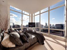 Manhattan Master Bedroom with View over Central Park  #luxuryfurniture #exclusivedesign #interiodesign #designideas #walkinclosetideas #bedroomideas #masterbedroomideas #manhattanroom