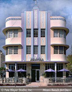 art deco buildings in miami. Yo recuerdo.