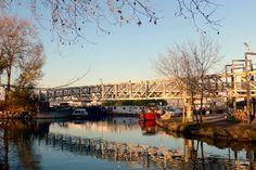 Canal du Midi : la passerelle et les reflets ...