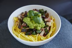 Green 'n' Creamy Avocado Pasta recipe #GreenMachineWD. Thegreen-machine.co.uk. Photo:. Hannah Elizabeth #healthy #recipe #avocado #pasta #easy #quick #dinner Creamy Avocado Pasta, Clean Recipes, Healthy Recipes, Veggie Pasta, Vegan Vegetarian, Vegan Food, Build A Blog, Free Food, Spaghetti