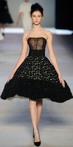 Giambattista Valli Haute Couture Spring/Summer 2009 Chic Black Dress