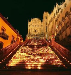 Day of the dead in Guanajuato City, Mexico. At the beautiful University. Wonderful Places, Beautiful Places, Places To Travel, Places To Visit, Mexico Day Of The Dead, Holidays To Mexico, Mexico Culture, Mexico Art, Visit Mexico