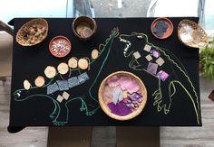 Dinosaur-themed loose parts play// An exploration of textures Dinosaur Classroom, Kindergarten Classroom, Dinosaurs Eyfs, 3 Little Birds, Mellow Yellow, Creative Kids, Dungeons And Dragons, Invitations, Explore