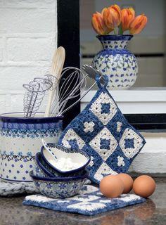 Bunzlau Castle || Landleven and CreJJtion #Polishpottery #pottery #tableware #home #bunzlau #BunzlauCastle #Stoneware #Bluekitchen #polishblue #Bunzlauservies #kitchen #textile #coffee #tea #teatime #dinner #blue #bake #baking #countrylife #bunzlaucastle #country #blue #blueandwhite #trendy #bohochic #home #handmade #tableware #crochet #knitting #pattern #landleven #crejjtion #diyKnitting #Knitting #Hollands #Welgaren #Book #puurhaken #crochet #haken