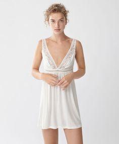 SOLDES d'été 2016 sur la lingerie pour femme. Achetez des dessous, culottes et soutiens-gorge sur Oysho. Choisissez vos préférés !