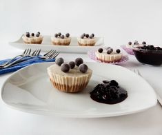 No bake. No added Sugar. So simple and so delicious! Mini Cupcakes, Sugar Free, Jelly, Delicious Desserts, Cheesecake, Baking, Simple, Healthy, Food