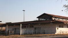 Παλιοί Στάβλοι στο Λιμάνι Θεσσαλονίκης: Νέα πρόταση για τις ιστορικές εγκαταστάσεις Articles, Cabin, House Styles, Outdoor Decor, Home Decor, Decoration Home, Room Decor, Cabins, Cottage