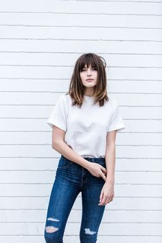 sprig / summer - street style - summer outfit ideas - spring outfit ideas - minimal style - white tee + ragged skinny jeans + black oxfords