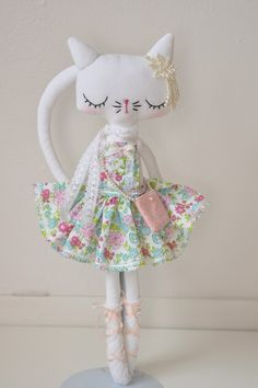 White vintage kitty...RESERVED by nooshka on Etsy