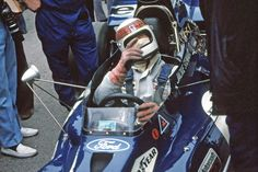 Tyrrell 003 Ford 1972 - Jackie for sure Jackie Stewart, Grand Prix, F1 Wallpaper Hd, Auto Motor Sport, Good Old Times, Car And Driver, Golf Bags, Race Cars, Ford