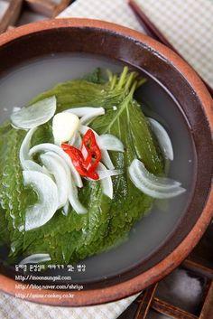 깻잎물김치-히트다히트!! 국물까지 깻잎향 솔솔~~ 익혀서 맛있게 먹는 여름물김치...^^ : 네이버 블로그 K Food, Food Menu, Best Korean Food, Korean Menu, Korean Side Dishes, Asian Recipes, Ethnic Recipes, Food Plating, No Cook Meals