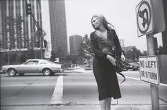 """Il  Jeu de Paume  di Parigi ospiterà nelle sue sale la prima retrospettiva dedicata a Garry Winogrand, il fotografo americano considerato uno dei maestri della """"street photography"""". Con i suoi scatti non ha soltanto immortalato gli anni '60 e '70 negli USA ma &eg"""