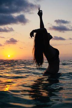Beach Photography Poses, Beach Poses, Summer Photography, Portrait Photography, Levitation Photography, Exposure Photography, Abstract Photography, Summer Pictures, Beach Pictures