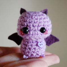 Amigurumi mini Purple Bat Kawaii Halloween par twistyfishies