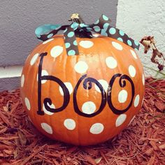 30 Brilliant Pumpkin Painting Ideas For Amazing Halloween – GooDSGN Halloween is always synonymous with pumpkins – Jack o'Lantern, ornamental pumpkins that can never be separated from the tradition of the October 31 Halloween celebration. Pumpkin is als… Pumpkin Face Paint, Pumpkin Art, Cute Pumpkin, Pumpkin Crafts, Pumpkin Images, Pumpkin Topiary, October 31 Halloween, Holidays Halloween, Halloween Crafts