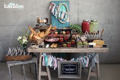www.kamalion.com.mx - Mesa de Quesos / Botanas / Bebidas / Bautizo / Menta & Rosa / Pink & Mint / Vintage / Rustic Decor / Frascos / Jars / Cheese Table / Bread / Drinks.