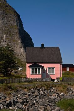 The pink house on Sanna - daytime | Flickr - Photo Sharing!