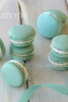 I macarons sono dei pasticcini francesi molto chic e raffinati. Due meringhe all. Macarons are very chic and refined French pastries. Two almond meringues stuffed with ganache, cream, cream, salted Vanilla Macarons, Best Italian Recipes, Macaron Recipe, Italian Cookies, Perfect Cookie, Low Carb Bread, French Pastries, Sweet Recipes, Cookie Recipes