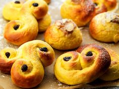 lussekatter -- recipe by Leif Mannerström Swedish Cookies, Hot Cocoa Recipe, Swedish Recipes, Fika, Doughnut, Fudge, Sweet Tooth, Food And Drink, Favorite Recipes