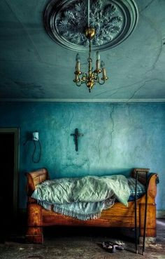 a softer gothic vibe, alot of drama in a little space... 50 shades of aqua