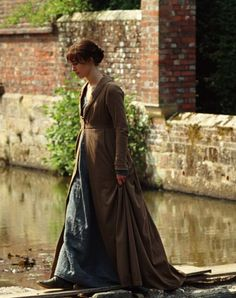 "mademoisellelapiquante: "" Keira Knightley as Elizabeth Bennet in Pride and Prejudice - 2005 "" Keira Knightley, Jane Austen Movies, Pride And Prejudice 2005, Becoming Jane, Matthew Macfadyen, Mr Darcy, Movie Costumes, Historical Costume, Actors"
