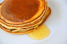 Palavras que enchem a barriga: Panquecas com aveia integral e mel para a realidad... Crepes, Pancakes, Breakfast, Food, Oat Flour, The Dinner, Buttermilk Pancakes, Tasty Food Recipes, Honey