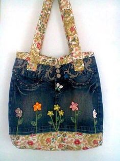 jeans bags – Everywhere A Tiss – Tuto Couture free and easy Denim Purse, Denim Skirt, Jean Skirt, Denim Crafts, Old Jeans, Denim Bags From Jeans, Jeans Pants, Denim Jeans, Craft Bags