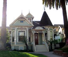 This is the Goode house in Glendale. It& on Cedar between Broadway and Wilson. It is the only proper Victorian still standing in Glendale at its original location. Folk Victorian, Victorian Style Homes, Victorian Cottage, Victorian Houses, Victorian Decor, Architecture Design, Victorian Architecture, Classical Architecture, Amazing Architecture