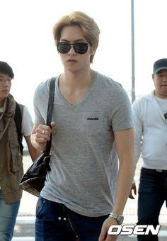 CNBlue | Lee Jong Hyun (jonghyun) | 130509 | Incheon Airport to Beijing | tumblr