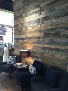 Decor Salon Hair Waiting Area 44 Ideas For 2019 Hair Salon Interior, Salon Interior Design, Home Salon, Salon Reception Area, Reception Seating, Reception Desks, Rustic Salon, Salon Waiting Area, Waiting Room Design