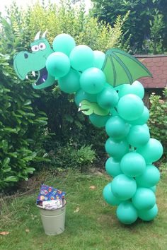 Great Cost-Free Dragon from balloons Suggestions Your little one is definitely 1 currently as well as it's time to party ! 🙂 To get parents, t Dragon Birthday Parties, Dragon Party, Dinosaur Birthday Party, Unicorn Party, Birthday Party Themes, Castle Party, Dragons Love Tacos, Decoration Photo, Medieval Party
