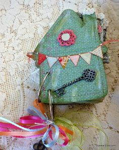 Little House Shaped Journal Scrapbook Journaling Spot by susiea, $29.95