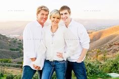 family of three dressed in white in a backyard with a valley in the background Group Family Pictures, Family Picture Poses, Family Posing, Family Portraits, Picture Ideas, Posing Families, Photo Ideas, Children Photography, Family Photography