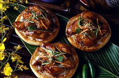 Spicy Thai Chicken Pizza English Muffin Brands, English Muffin Pizza, English Muffin Recipes, Thai Chicken Pizza, Chicken Pizza Recipes, Food Categories, Recipe Categories, Bays English Muffins, Spicy Thai