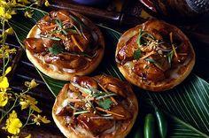 Spicy Thai Chicken Pizza English Muffin Brands, English Muffin Pizza, English Muffin Recipes, Thai Chicken Pizza, Chicken Pizza Recipes, Bays English Muffins, Food Categories, Recipe Categories, Spicy Thai