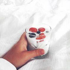 #instagram #instagirl #fashion #influencer #outfit #white #whitefeed #feed #theme #inspiration #jewellery #jewelry #hvisk #hviskstylist #hviskjewellery #photos #photografy #pictures #inspo #Johanneappel #girly #breakfast #strawberry #blueberries #bed