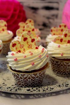 Kakkuviikarin vispailuja! Cupcakes, Desserts, Food, Tailgate Desserts, Cupcake Cakes, Deserts, Essen, Postres, Meals